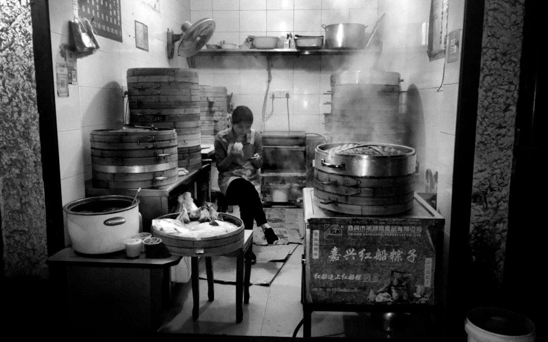 Street food à Shanghai : les meilleurs spots gourmands !